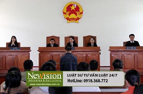 Luật sư Tuấn tham gia phiên tòa xét xử vụ án giết người