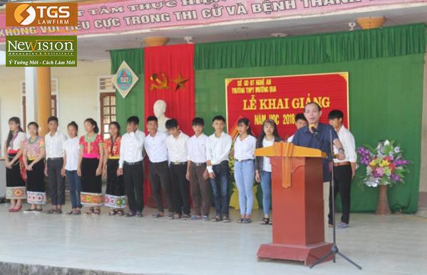 Luật sư Hoàng Thanh Bình – UVBTV Liên đoàn luật sư Việt Nam, Chủ nhiệm Đoàn luật sư tỉnh Nghệ An phát biểu tại lễ khai giảng