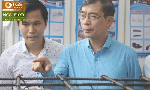 Giám đốc Sở Khoa học và Công nghệ Quảng Ninh tự hào sản phẩm sàn bóng, cốt pha nhựa sản xuất ở địa phương đã tung ra thị trường đồng bằng sông Hồng.
